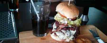 Goldiehops & the 3 Grizzly Bears Burger Challenge